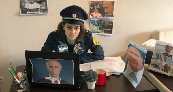 Порнозвезда Lolly Lips устроила опрос о России без Путина и нарвалась на грубость