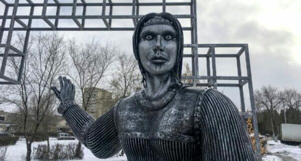 Шокирующий памятник «Аленке» в Нововоронеже в сети назвали «Русской Смертью»