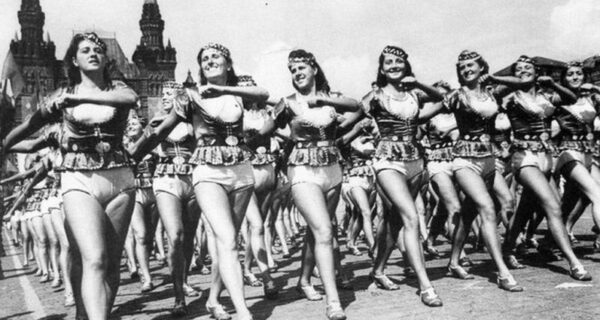 5 секс-скандалов эпохи СССР: оргии на киносъемках, кремлевские педофилы и мокрый Ельцин