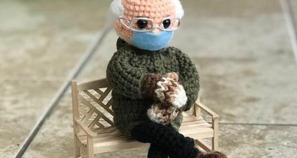 Вязаную куклу Берни Сандерса продали более чем за 20 тысяч долларов