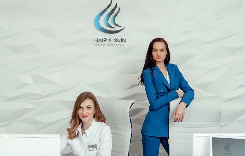 Клиника по пересадке волос. Красивые девушки