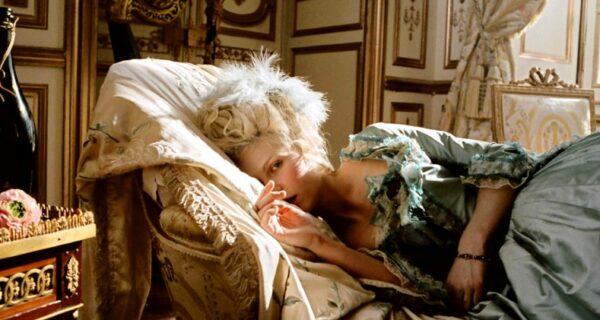 Почему грудь королевы Франции Марии-Антуанетты запомнилась больше, чемлицо