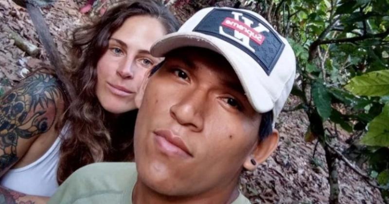33-летняя влюбленная британка обосновалась в джунглях с 19-летним местным бойфрендом