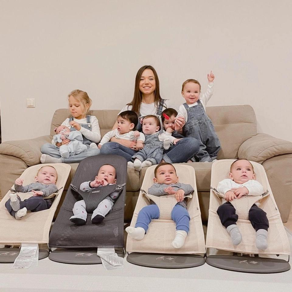 23-летняя россиянка за год стала матерью десяти малышей, и все они — ее биологические дети фото