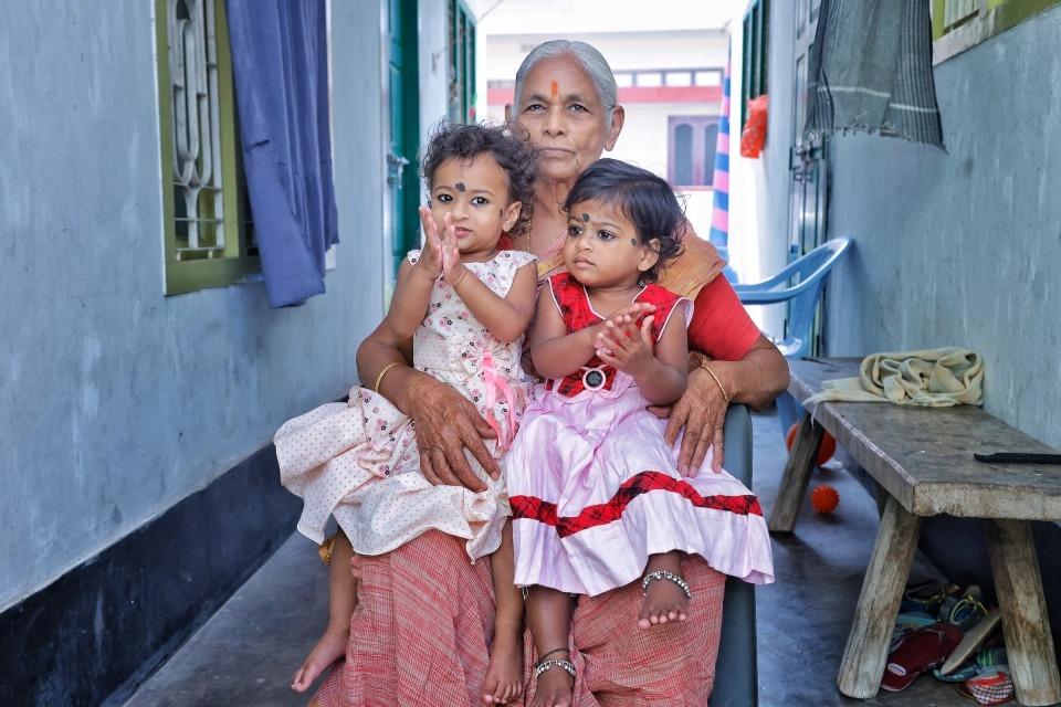 Как 73-летняя индианка впервые стала матерью и через год овдовела