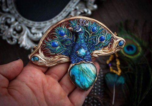 Мистика и природа: 22 волшебных украшения от украинской художницы Елены Осадчей