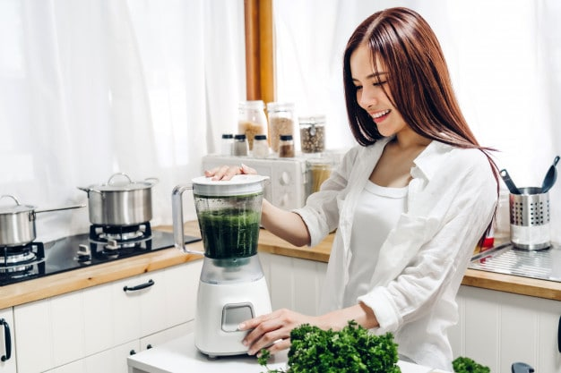 Bigpicture ru healthy woman enjoy making green vegetables detox cleanse and green fruit smoothie with blender in kitchen at home dieting concept healthy lifestyle 38019 1304