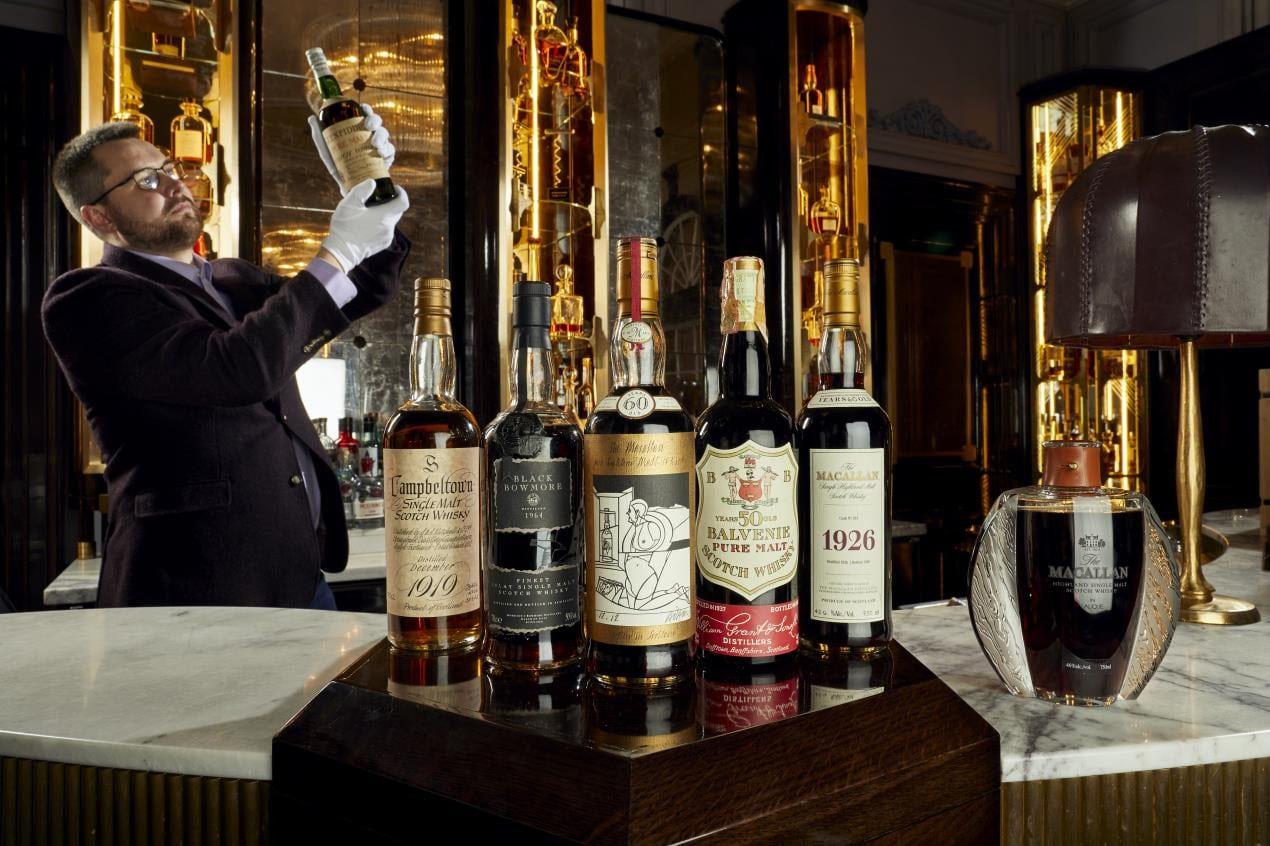 Старейшую в мире бутылку виски выставят на аукцион