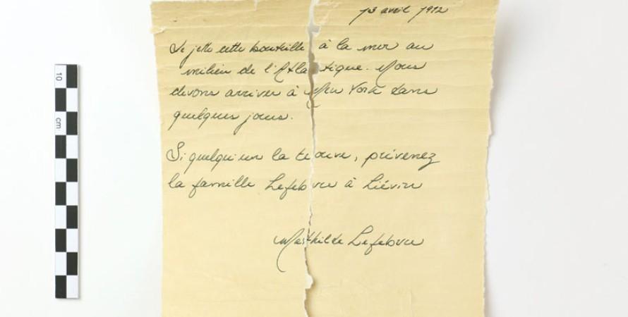 Записка в бутылке, которую девочка сбросила с «Титаника», поставила ученых втупик