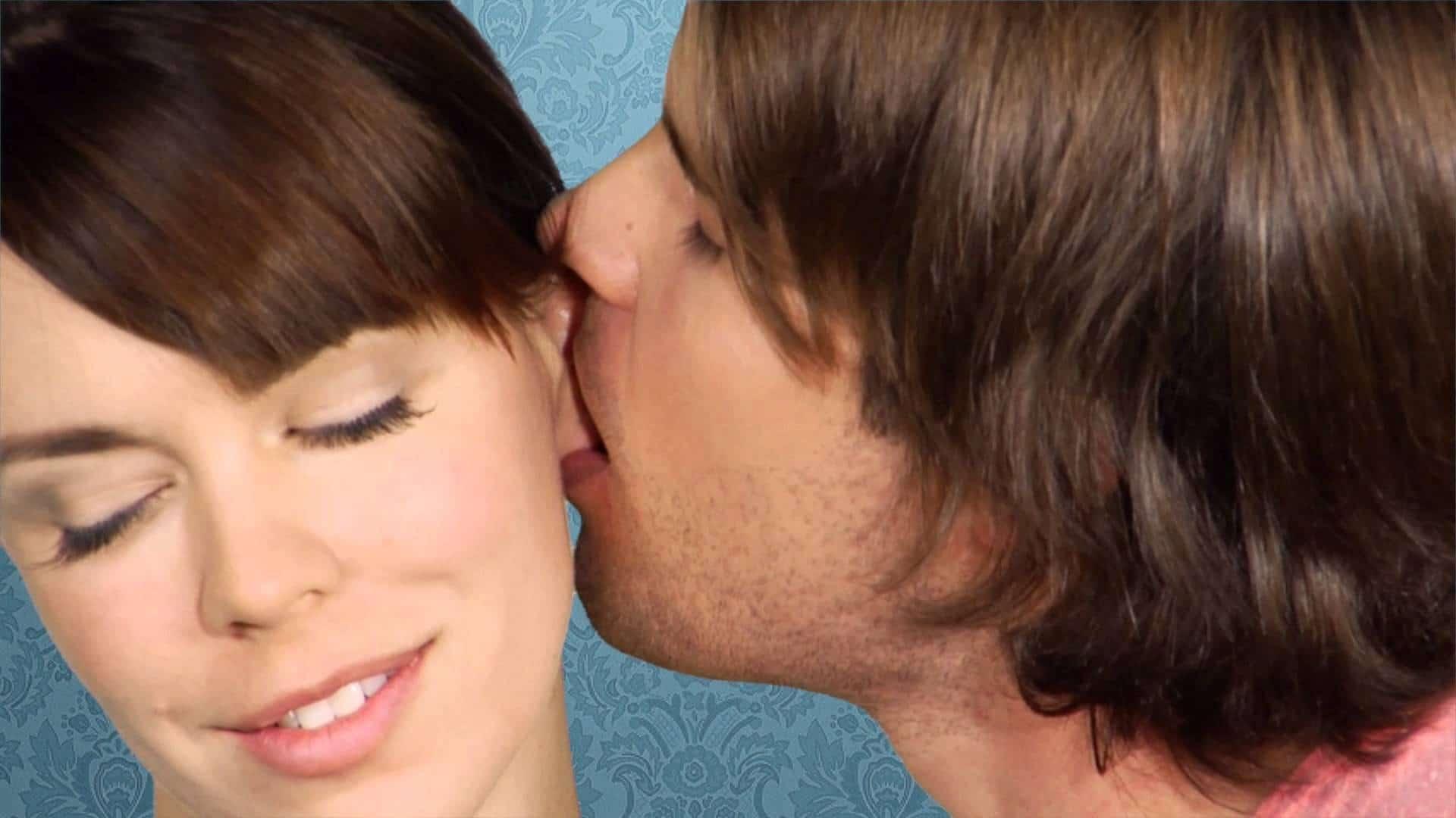 Bigpicture ru earlobe kiss1