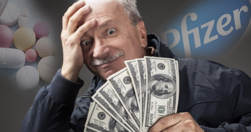 Bigpicture ru old man holding group dollar bills 173948 312