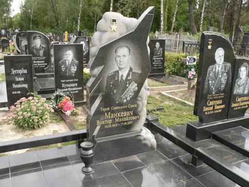 Почему у нас на надгробиях устанавливают фото, а в других странах нет фото