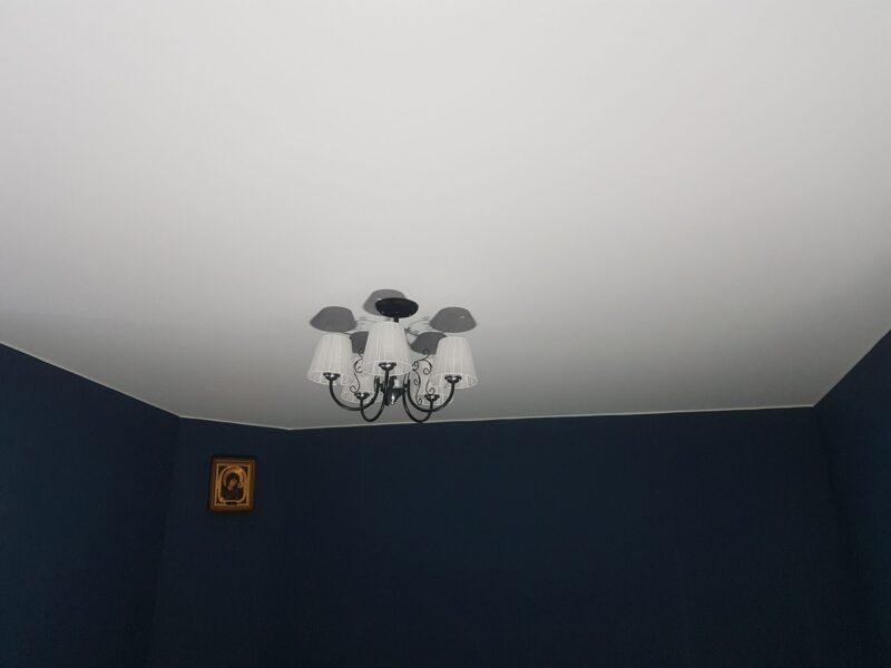 классический матовый потолок