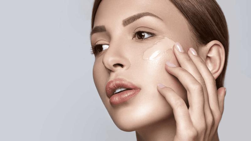 как наносить тональный крем на лицо пальцами