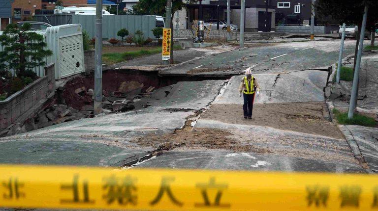 Bigpicture ru 27459edd c35d 4064 a8eb d096fbb448de ap japan earthquake 0119 768x430