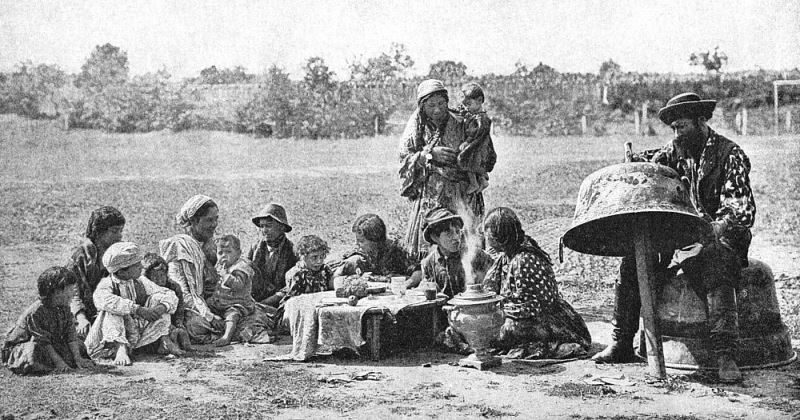 Bigpicture ru a w cutler gypsies mending a family cauldron hungary 1922 (meisterdrucke 777989)