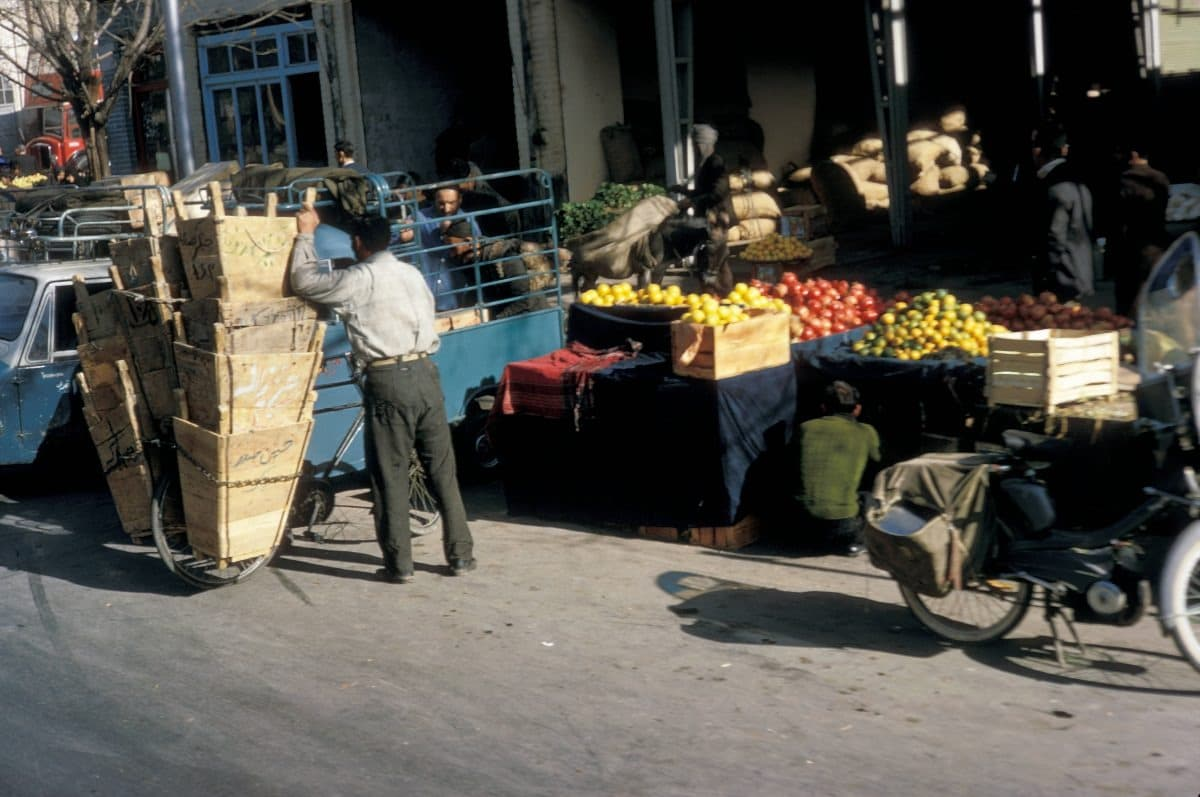 Bigpicture ru iran tehran fruit market 1967 12