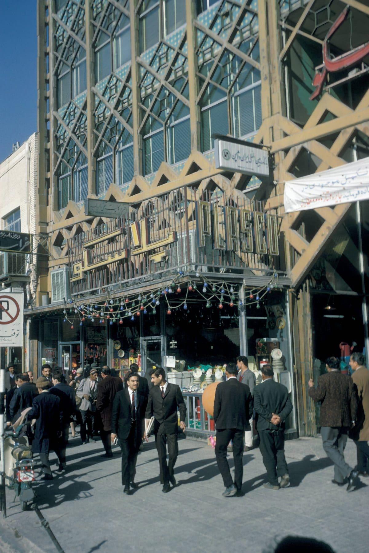 Bigpicture ru iran tehran street scene 1200x17