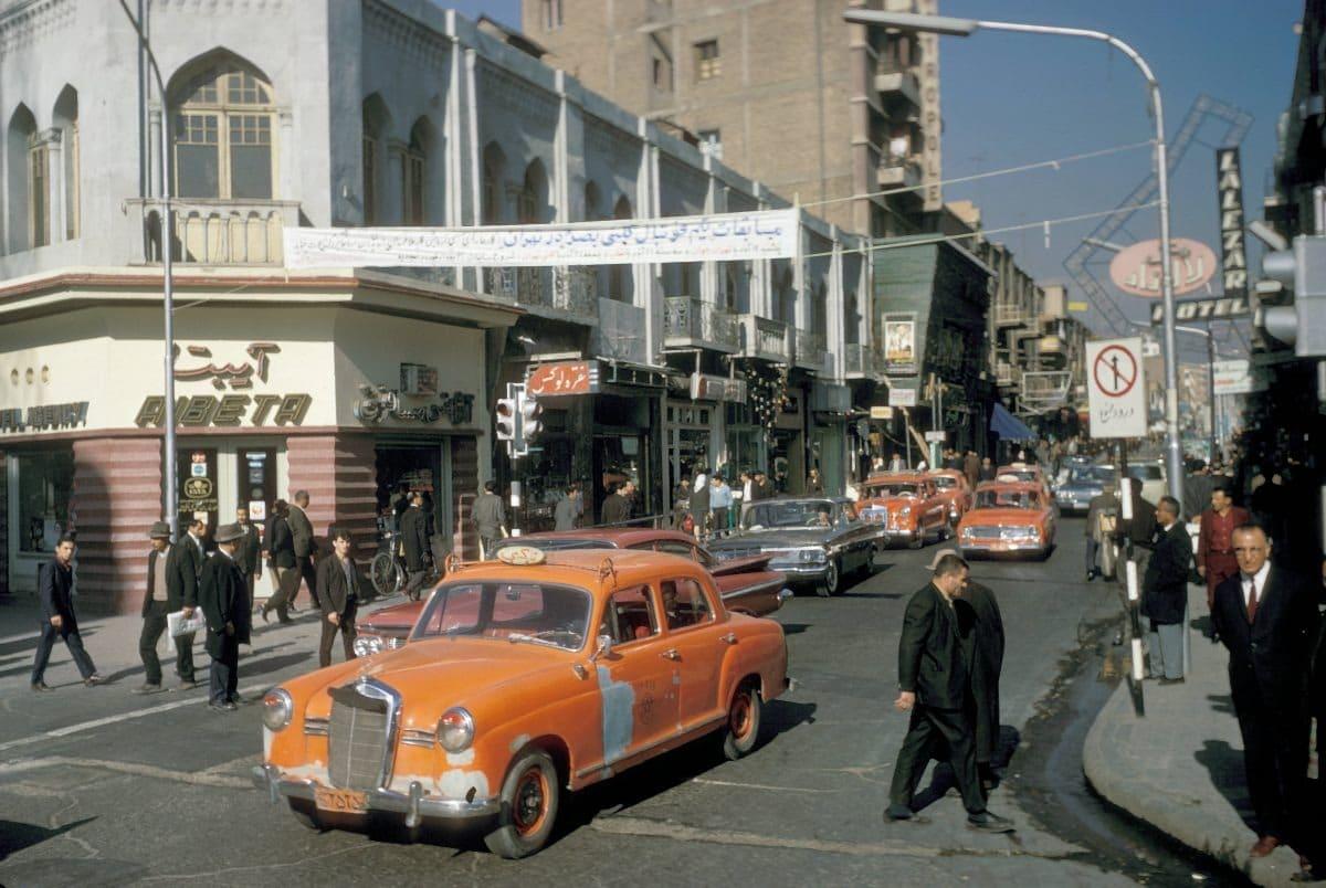 Bigpicture ru iran tehran street scene 1967 12