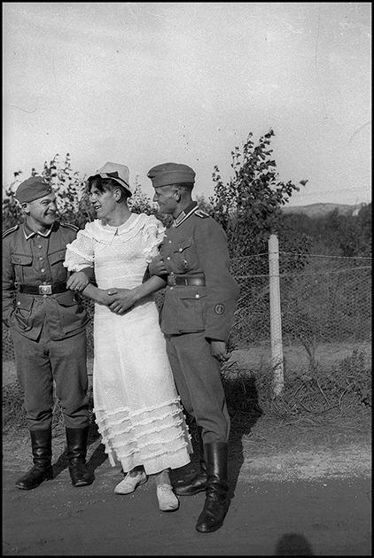 Загадка Второй мировой: зачем немцы на фронте переодевались в женскую одежду