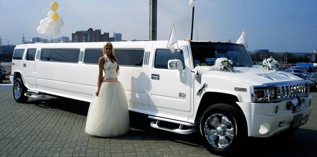 Свадебный лимузин и невеста