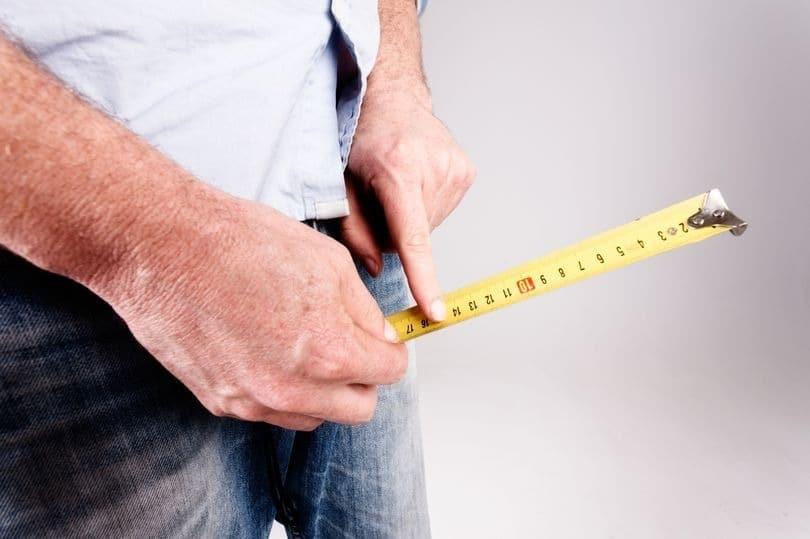 Bigpicture ru 0 male hands hold measuring tape