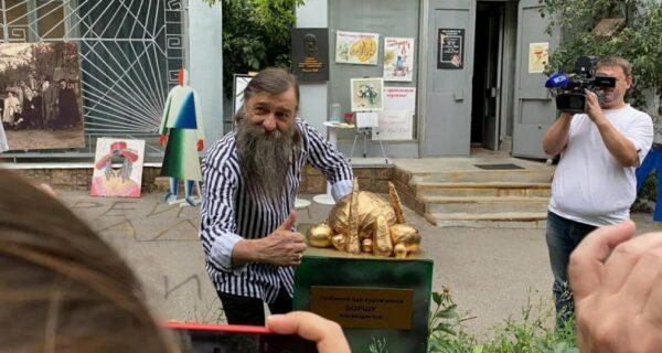 В Курске открыли памятник борщу. Вегетарианскому