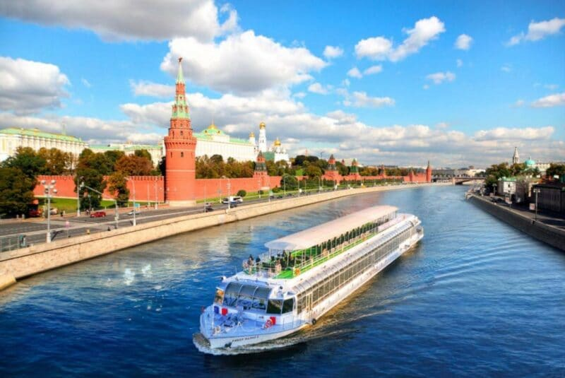 прогулка на теплоходе ривер палас по центру москвы