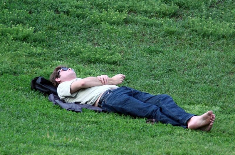 Bigpicture ru recreation people relax nature man lying 5091 kopiya