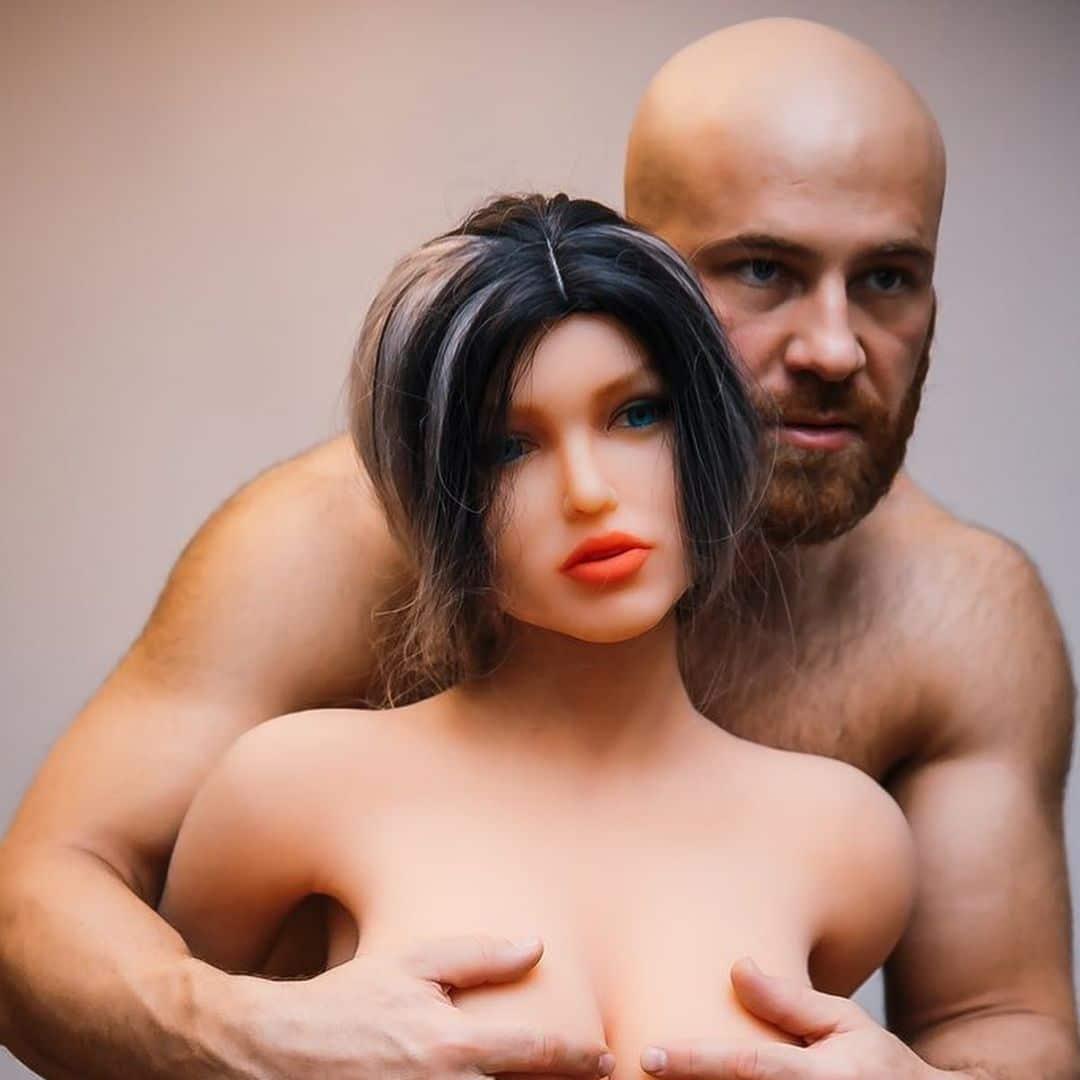 Любимые женщины бодибилдера Толочко: мачо разводится с секс-куклой ради пепельницы фото
