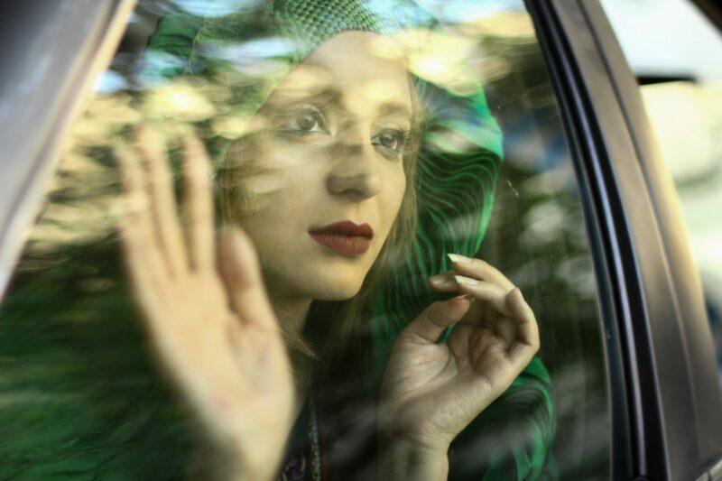 Bigpicture ru burqa behind the steering wheel 5 1 scaled