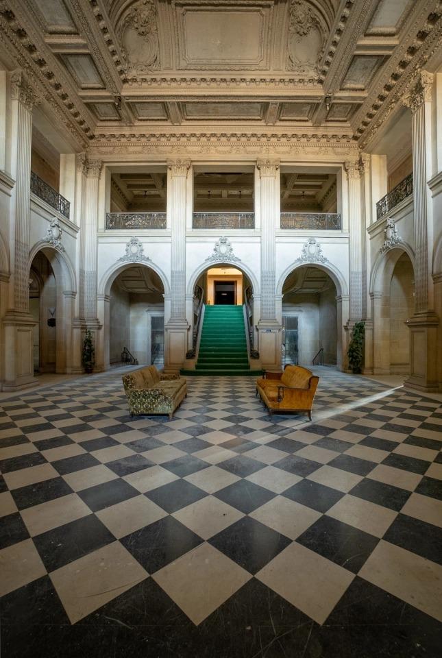 Потерянный рай: что находится в заброшенном особняке стоимостью 224 млн долларов