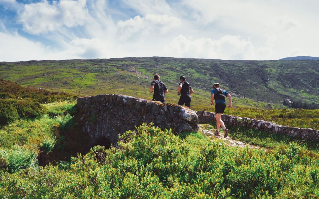 Bigpicture ru runners in the scottish highland