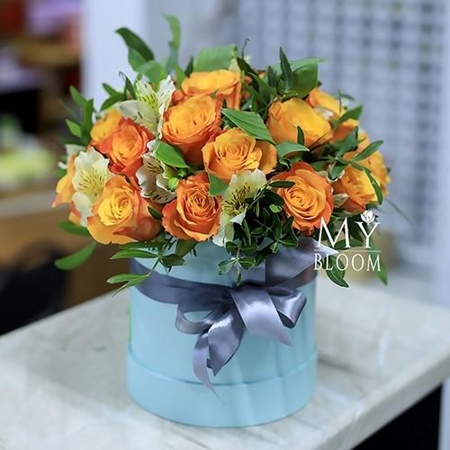 Bigpicture ru шляпная коробка с огненными розами и альстромериями