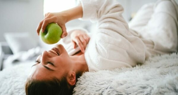 Ученые рассказали, как правильно мыть яблоки из магазина
