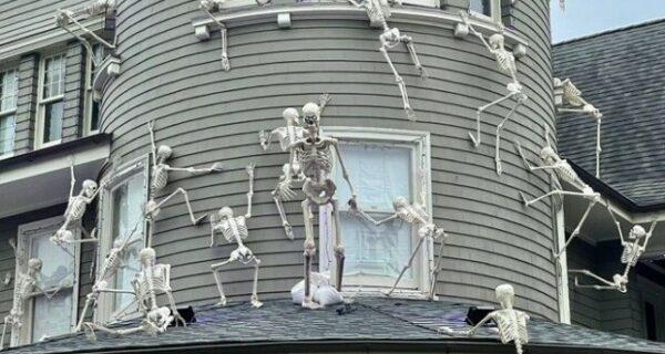 Мемно, масштабно, кошмарно: 30 примеров гениального декора от фанатов Хэллоуина