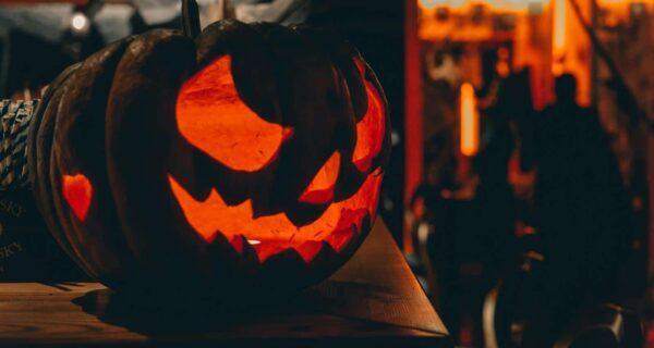Как устроить дома вечеринку на Хэллоуин: 5 правил жутко хорошего праздника