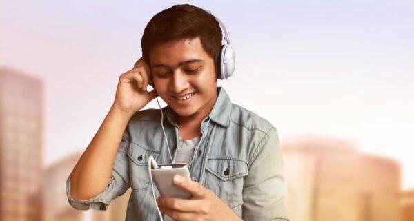 Молодой индус продал жену и купил новый смартфон. Да, на сдачу он еще и пообедал